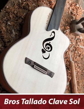 guitarra con boca personalizada de una clave de sol